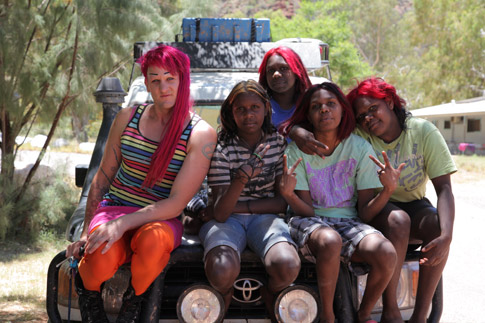 Starlady with young women from Areyonga (Olivia, Anthea, Caitlin, Chantel) © 360 Degree Film