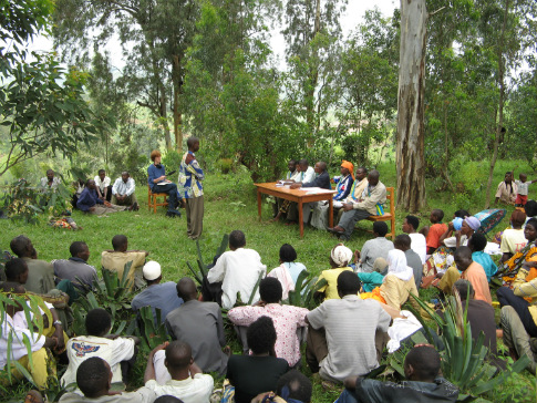 A gacaca community court hearing in Rwanda. Photo: Public Radio Internationa